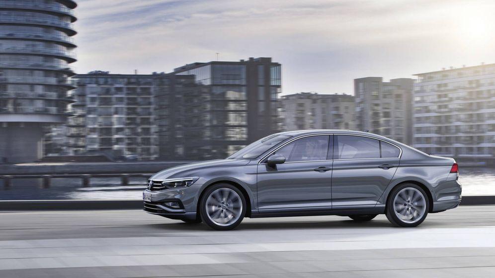 Foto: Este es el nuevo Volkswagen Passat cuyas primeras entregas serán en agosto para el mercado español.