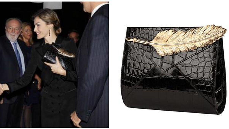 El bolso de piel de cocodrilo de la Reina.