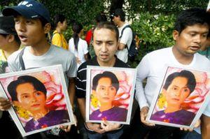 La líder demócrata birmana es declarada culpable de violar el arresto domiciliario