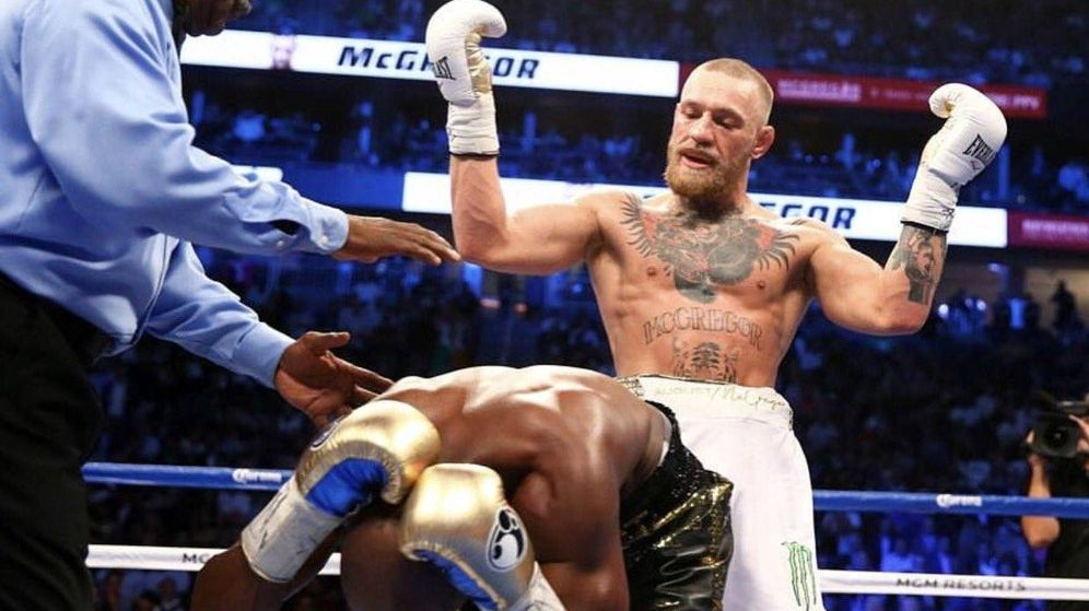 Foto: McGregor y Mayweather en un momento de la pelea. (Foto: Twitter @TheNotoriousMMA)