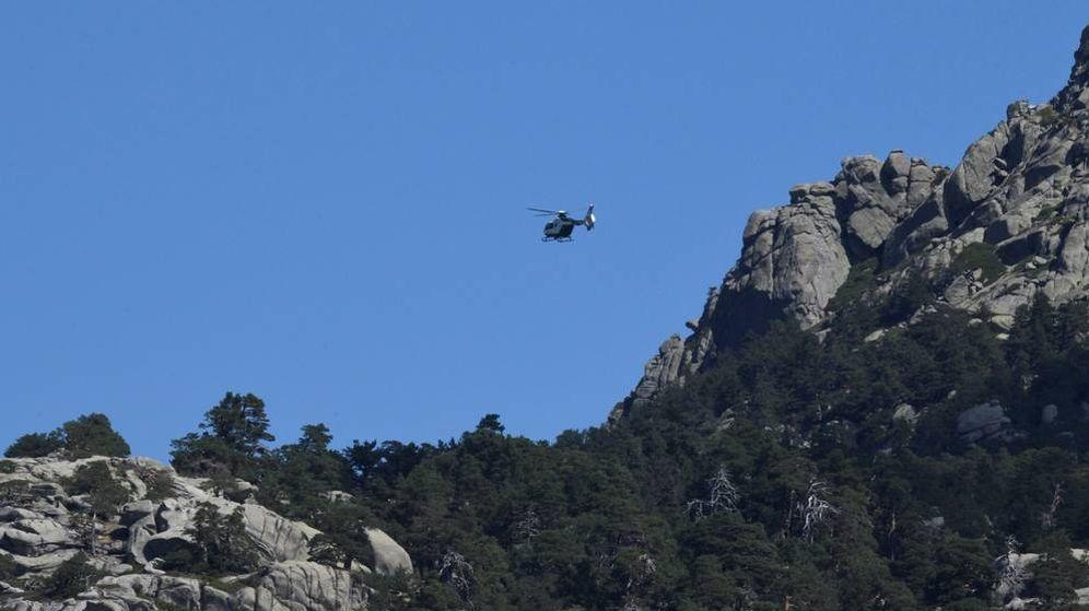 Foto: Imagen de un helicóptero sobrevolando la zona. (EFE)
