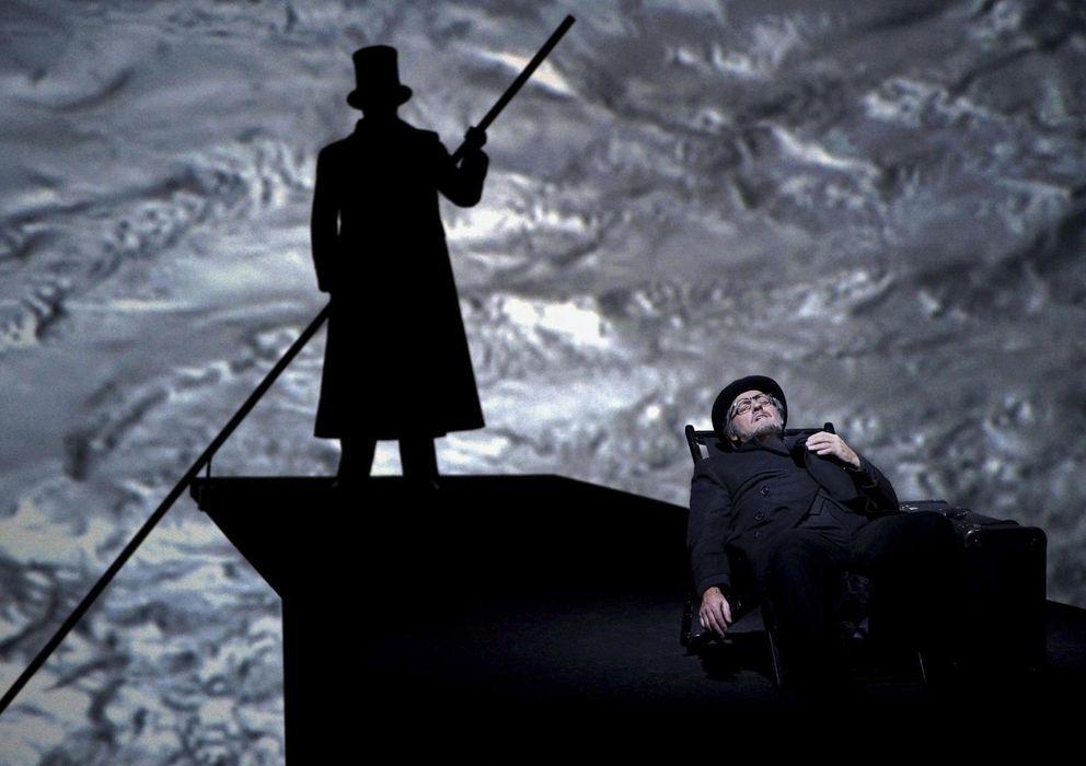 Foto: Imagen de la ópera 'Muerte en Venecia', en cartel en el Teatro Real hasta el 23 de diciembre (Javier del Real)