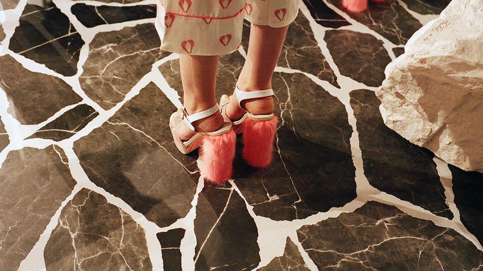 Los zapatos con pelo condenan al normcore al ostracismo