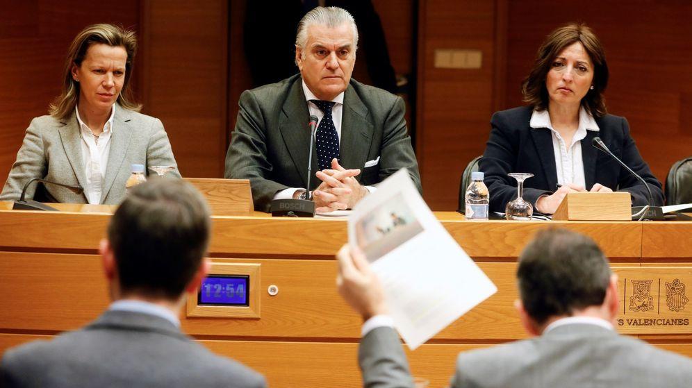 Foto: El extesorero del PP Luis Bárcenas (c), durante la comisión de investigación de Les Corts Valencianes. (EFE)