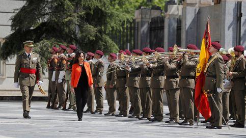 Margarita Robles rinde homenaje a Carme Chacón en su toma de posesión