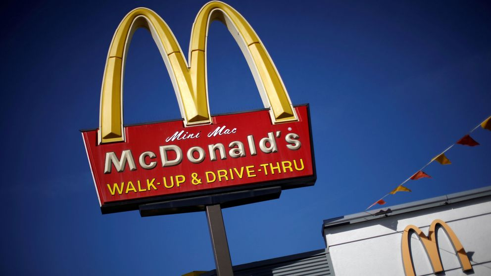 McDonald's elimina la 'cheeseburger' y el batido de chocolate del HappyMeal