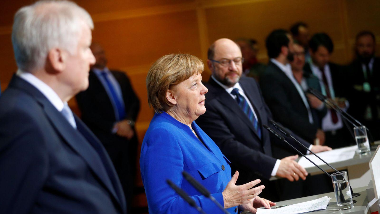 Foto: Angel Merkel, Martin Schulz y Horst Seehofer tras el acuerdo. (Reuters)