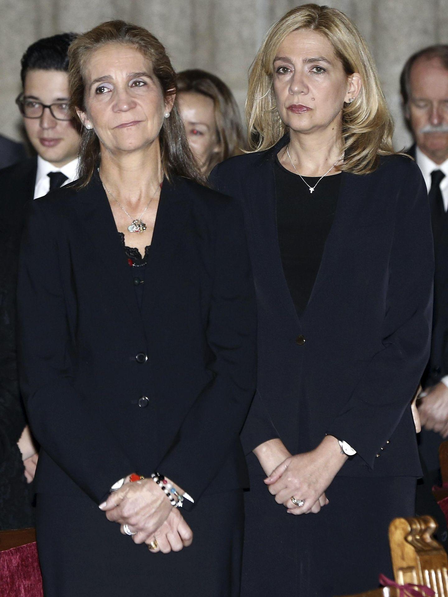 Las infantas Elena y Cristina. (Reuters)