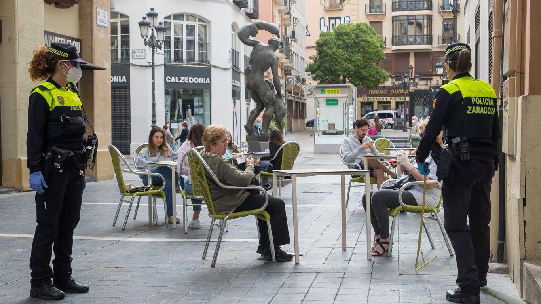 Guardias civiles y una enfermera salvan la vida a un hombre por la calle en Zaragoza