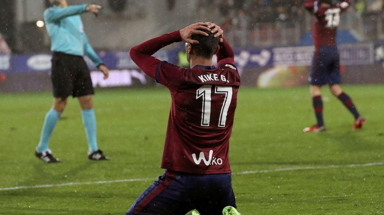 Kike García se lamenta tras falla una ocasión en los últimos minutos del partido. (EFE)