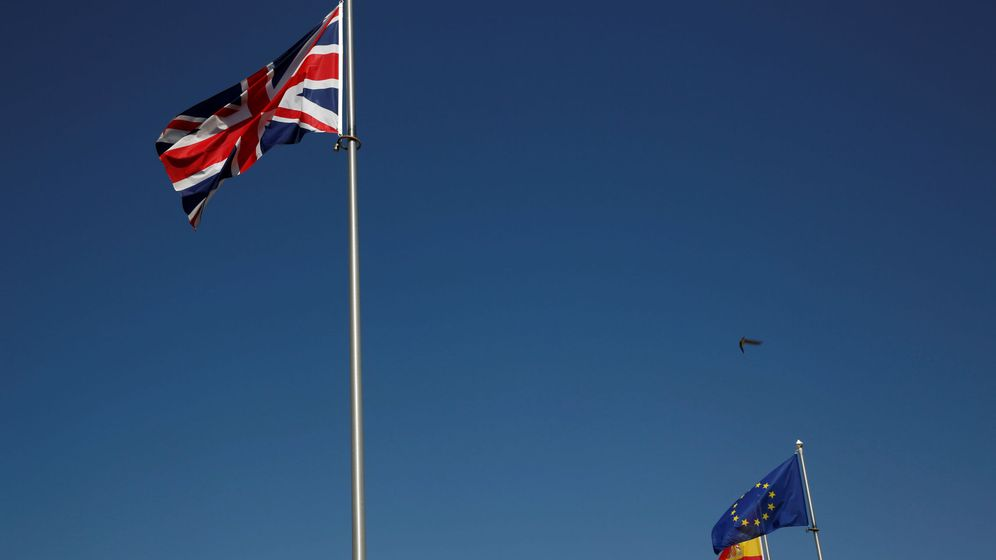 Foto: Las banderas de Reino Unido, España y la Unión Europea. (Reuters)