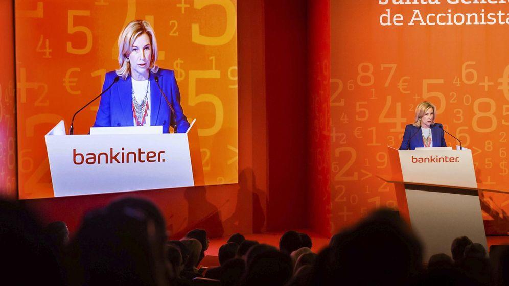 Foto: María Dolores Dancausa, durante su intervención en la junta general de accionistas de Bankinter de marzo de 2014. (EFE)