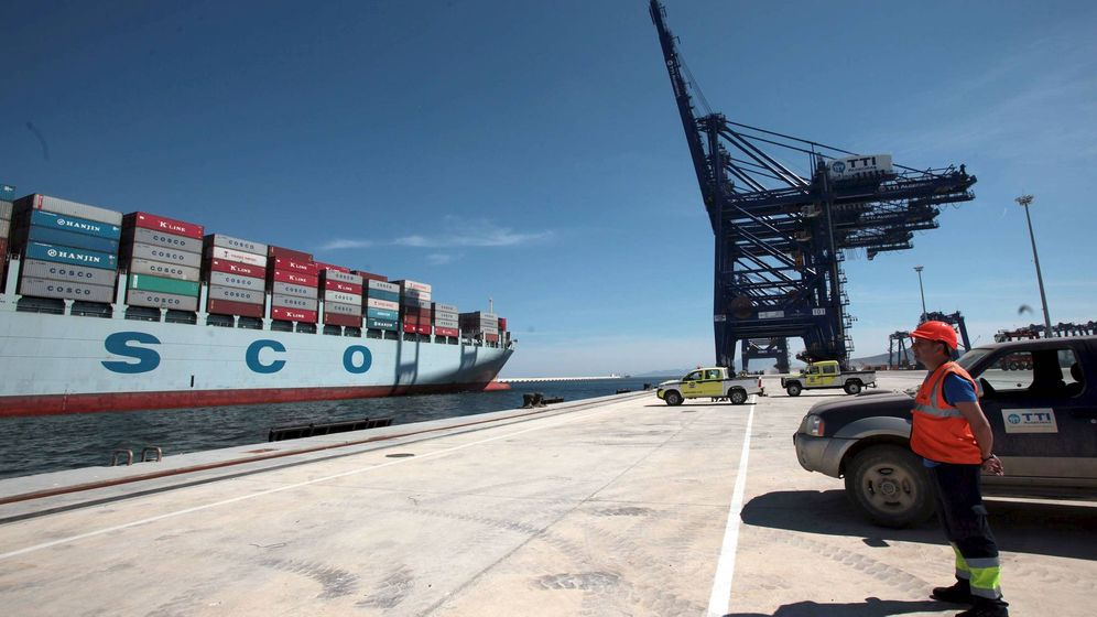 Foto: Imagen de archivo de un estibador en puerto (EFE)