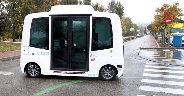 El primer autobús sin conductor de España sufre un choque a pocas horas de estrenarse