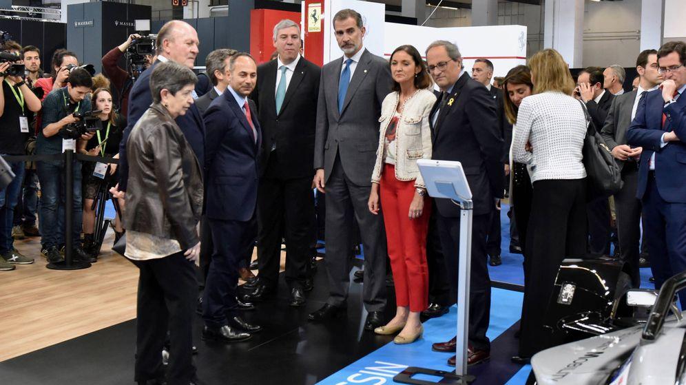 Foto: El Rey visita el stand de Nissan durante la inauguración del Automobile Barcelona.