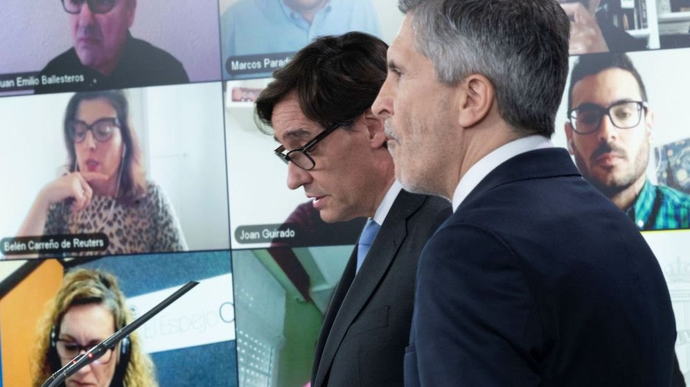 Foto: Grande-Marlaska, titular de Interior, junto al ministro de Sanidad. (EFE)