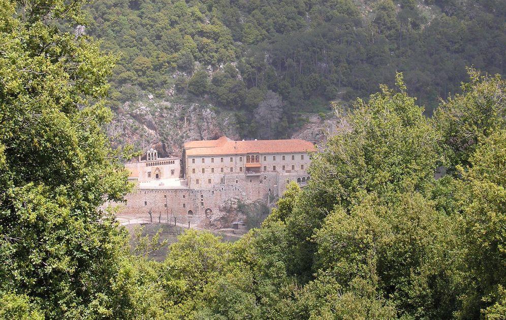 Foto: Vista del antiguo monasterio de San Antonio de Qozhaya, en la remota garganta de Qadisha, en el norte del Líbano, en abril de 2007 (Reuters)