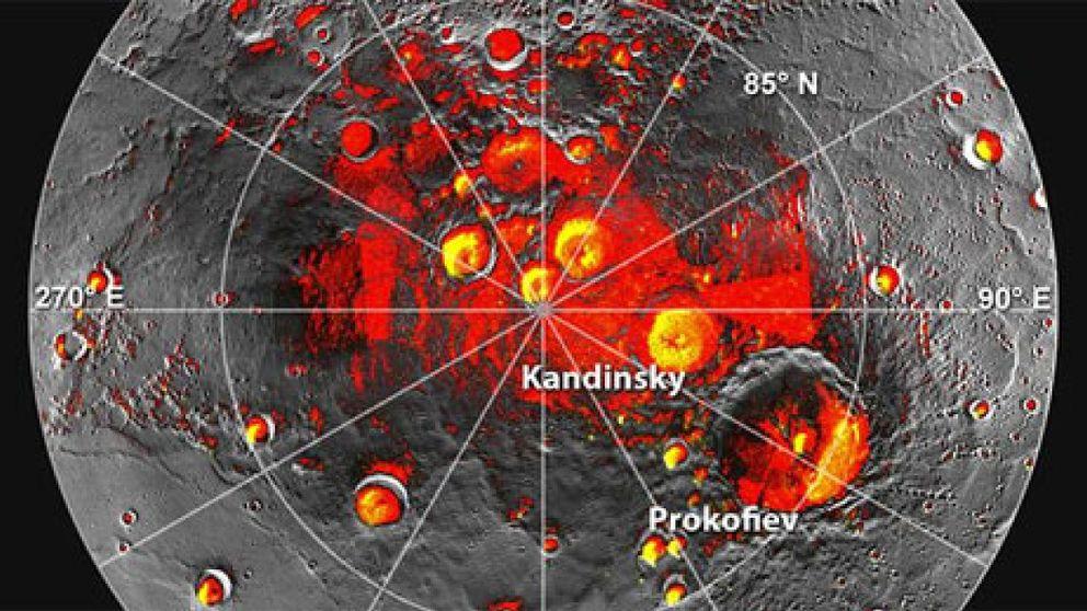 Hallan agua congelada y materiales orgánicos en Mercurio