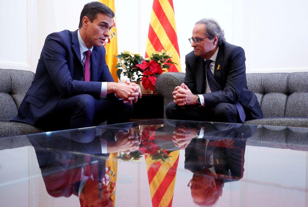 Foto: Pedro Sánchez y el 'president' de la Generalitat, Quim Torra, este 20 de diciembre en el palacio de Pedralbes. (Reuters)