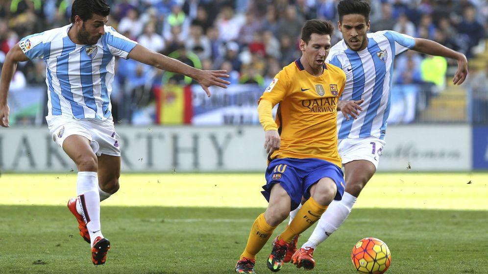 Foto: Leo Messi salvó al Barcelona en La Rosaleda con un gol que dio los tres puntos al Barcelona (EFE)