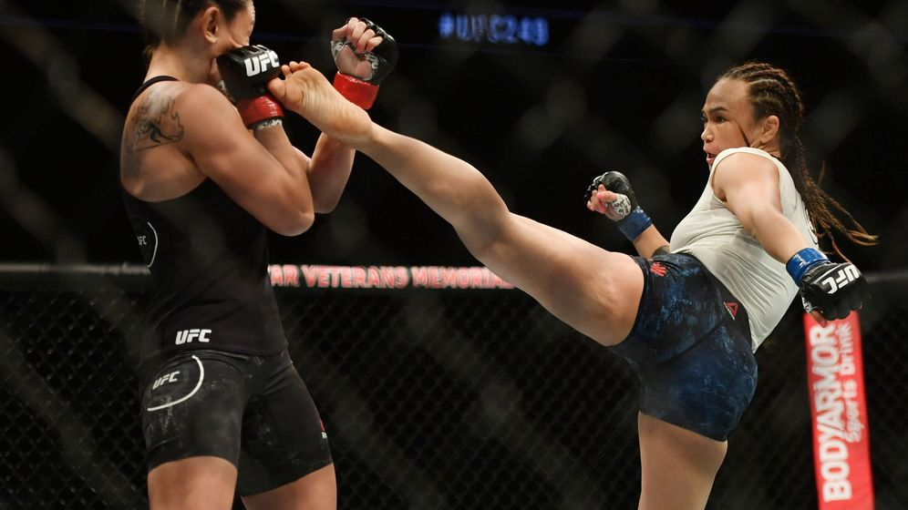 Foto: Michelle Waterson en un combate anterior (USA TODAY Sports).