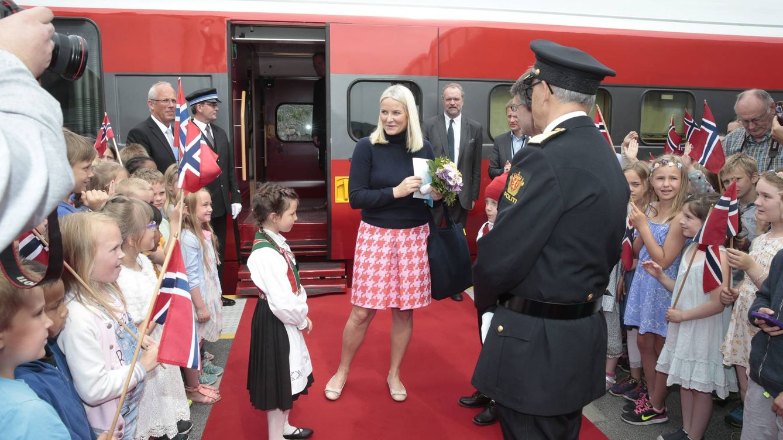 Foto: La princesa Mette-Marit durante la inauguración del tren literario