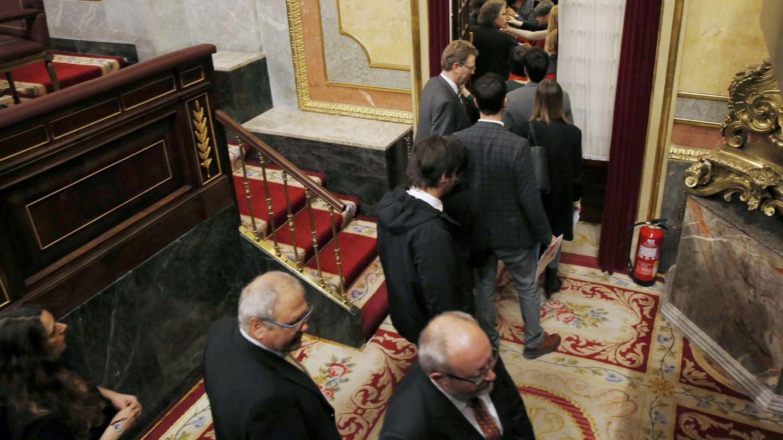 Diputados independentistas y Podemos abandonan el pleno en solidaridad con Homs