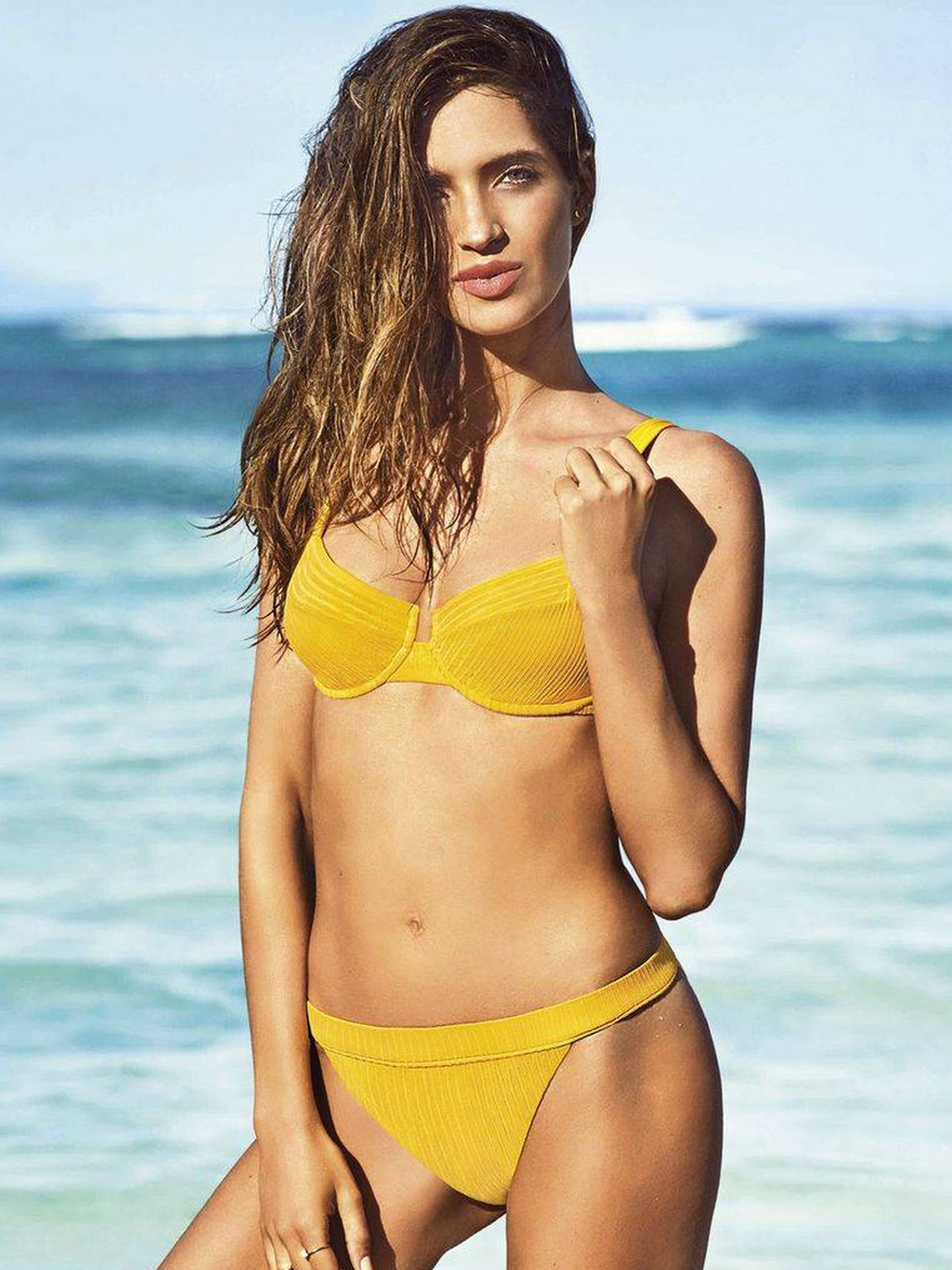 Un bikini liso y sencillo que a Sara le favorece muchísimo. (Instagram)