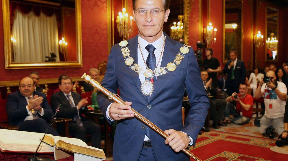 Foto: Luis Salvador, nuevo alcalde de Granada (EFE).