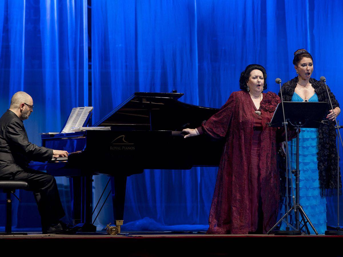 Foto: Montserrat Caballé, con su hija Montserrat Martí en un concierto. (Getty)