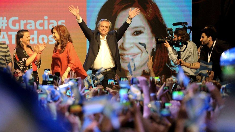 Foto: El peronista Alberto Fernández (c), virtual presidente electo de Argentina tras ganar en primera vuelta las elecciones. (EFE)