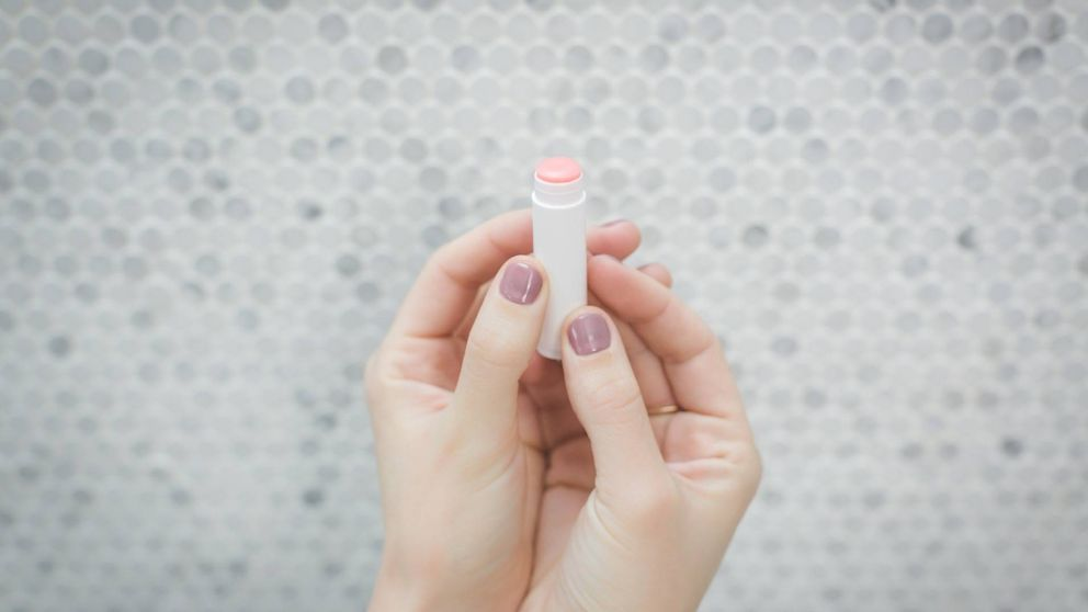 La OCU detecta sustancias potencialmente cancerígenas en bálsamos labiales para niños