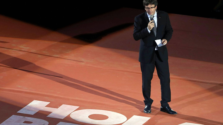 El presidente de la Generalitat, Carles Puigdemont, durante el acto unitario por el 1-O. (EFE)