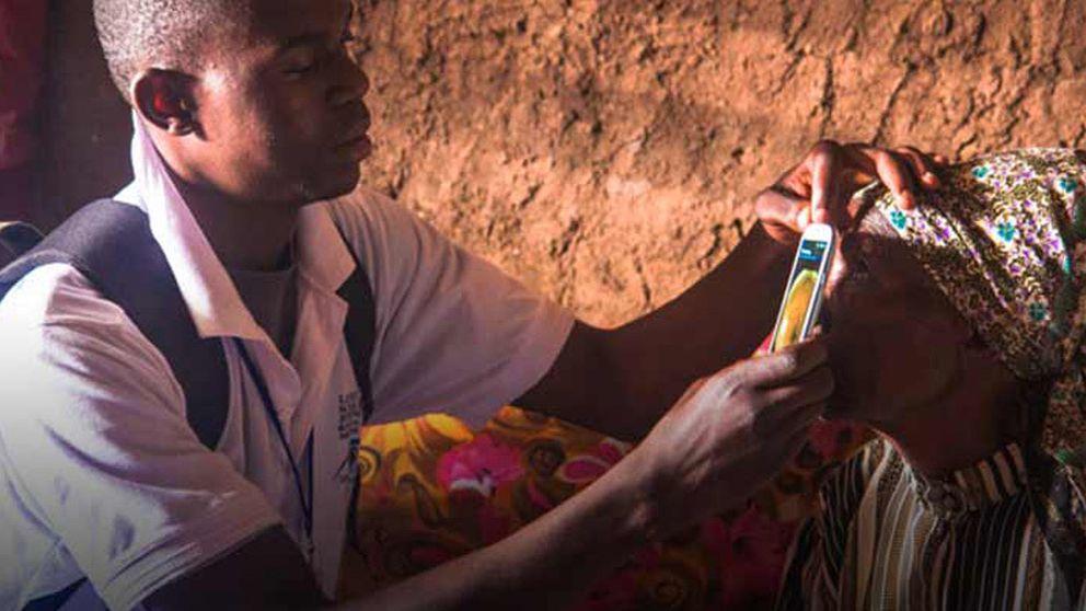 Una 'app' para diagnosticar enfermedades oculares con el móvil