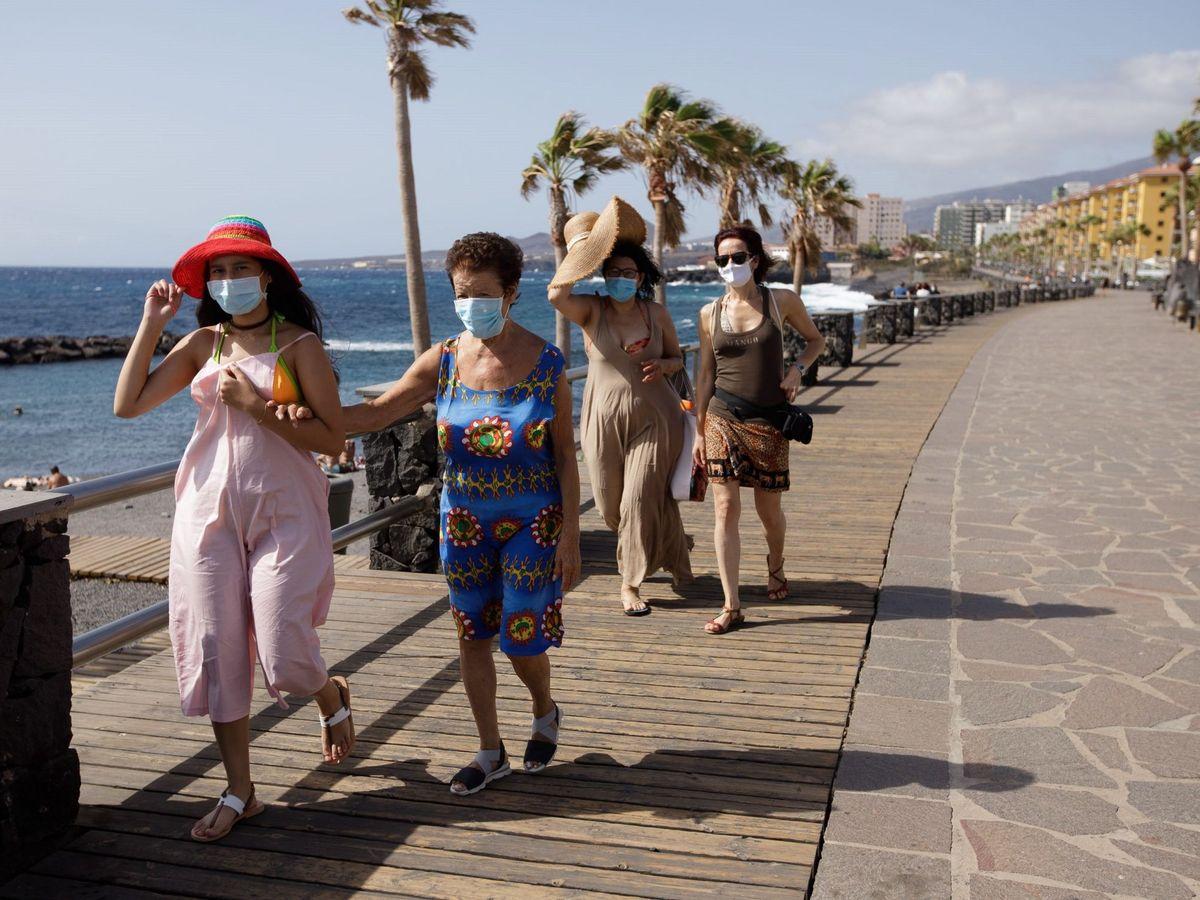 Foto: Turistas en Tenerife. (EFE)