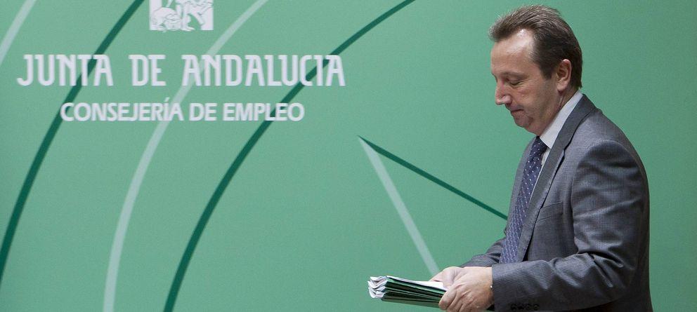 Foto: El exconsejero de Empleo Manuel Recio, imputado en los ERE, firmó la concesión de ayudas. (Efe)