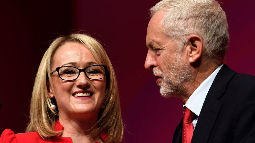 Foto: Rebecca Long-Bailey junto a Jeremy Corbyn en 2018. (EFE)