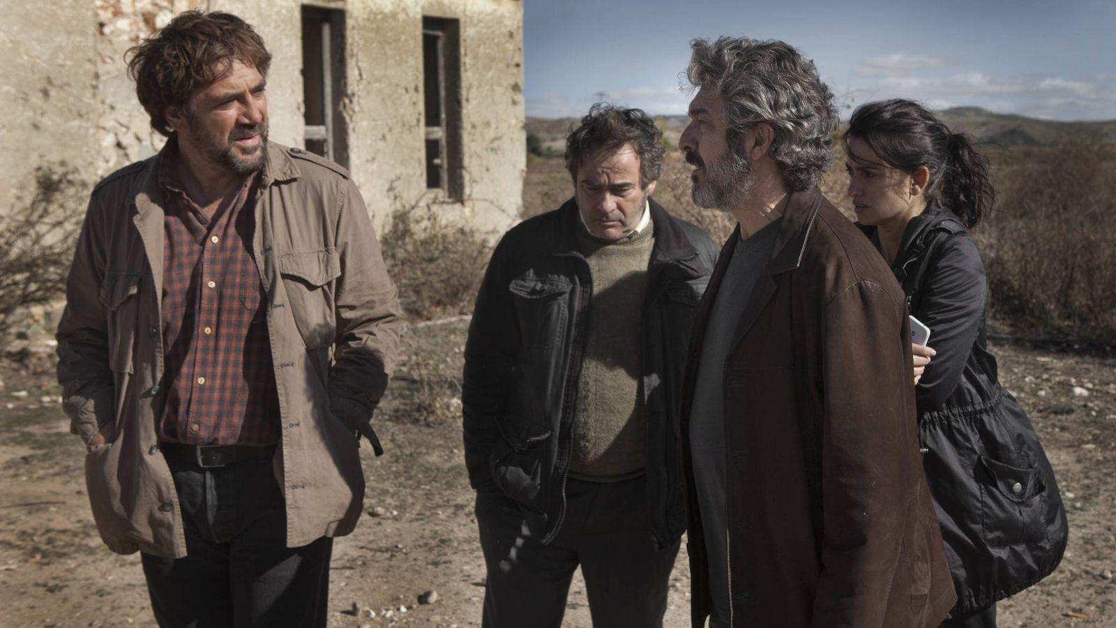 Foto: Javier Bardem, Eduard Fernández, Ricardo Darín y Penélope Cruz en 'Todos lo saben', que competirá en Cannes. (Universal)
