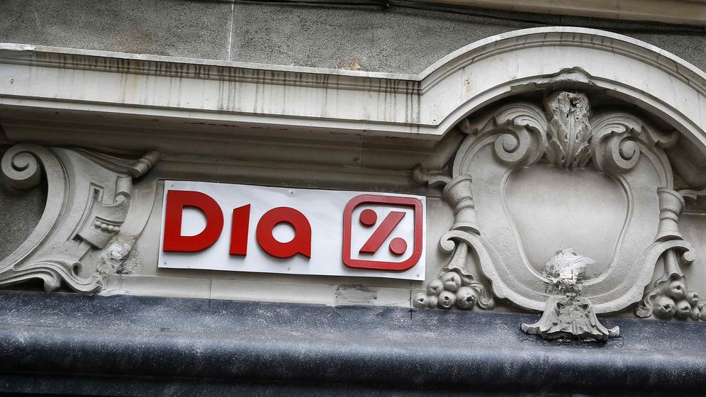 Foto: DIA logo is seen at its supermarket in central Madrid