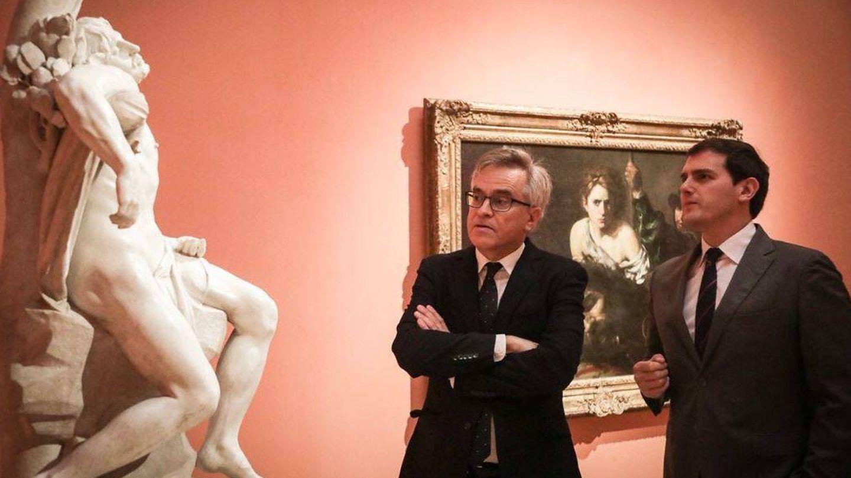 Rivera, contemplando una de las obras. (Twitter)