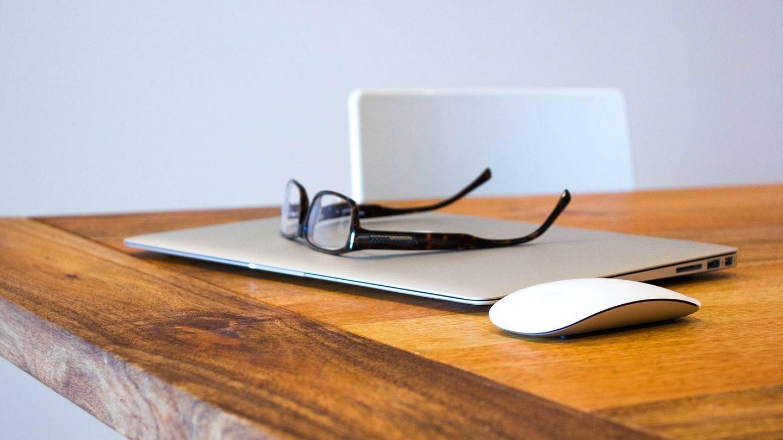¿Usar las mismas gafas del resto del día o unas especiales para el ordenador? (Pixabay)