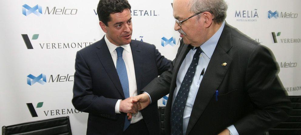 Foto: Enrique Bañuelos, junto al 'conseller' de Economía, Andreu Mas-Colell. (EFE)