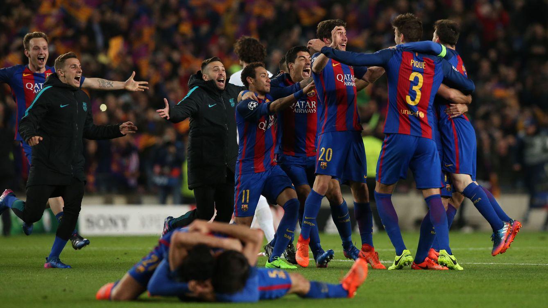 Foto: La locura culé en el césped (Albert Gea/Reuters).