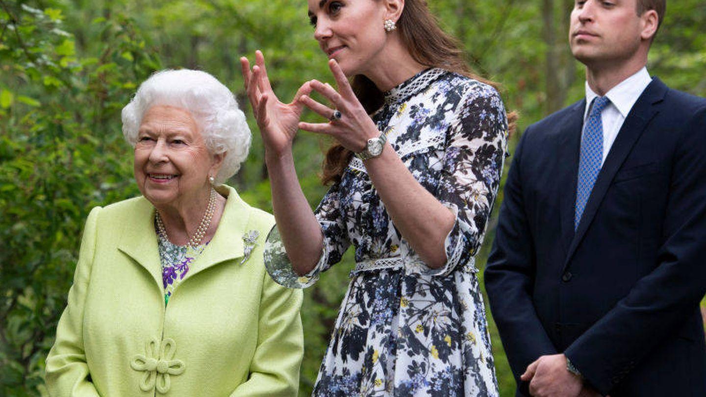 La reina Isabel II, con los Cambridge en una imagen de archivo. (Getty)