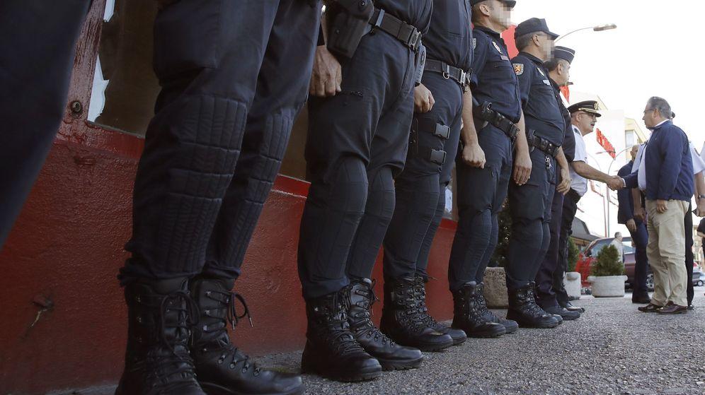 Foto: Los policías preparan a Zoido un fin de semana caliente en Sevilla. (EFE)