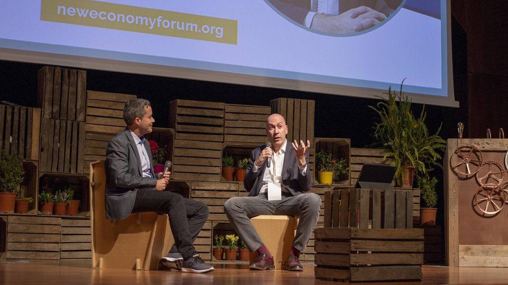 Foto: Diego Isabel Moneda, fundador de NESI, y Nacho Cardero, director de El Confidencial, en su diálogo en el encuentro en Málaga