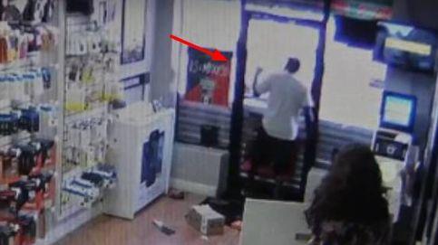Los ladrones más torpes: entran a robar y se quedan encerrados