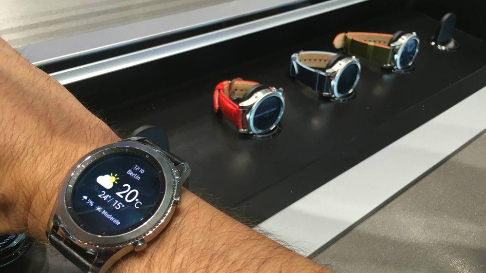 69ab695d1 Samsung presentó en la pasada IFA de Berlín la nueva versión de su reloj  inteligente. Llegará en dos versiones, Classic y Frontier, y su pantalla  siempre ...