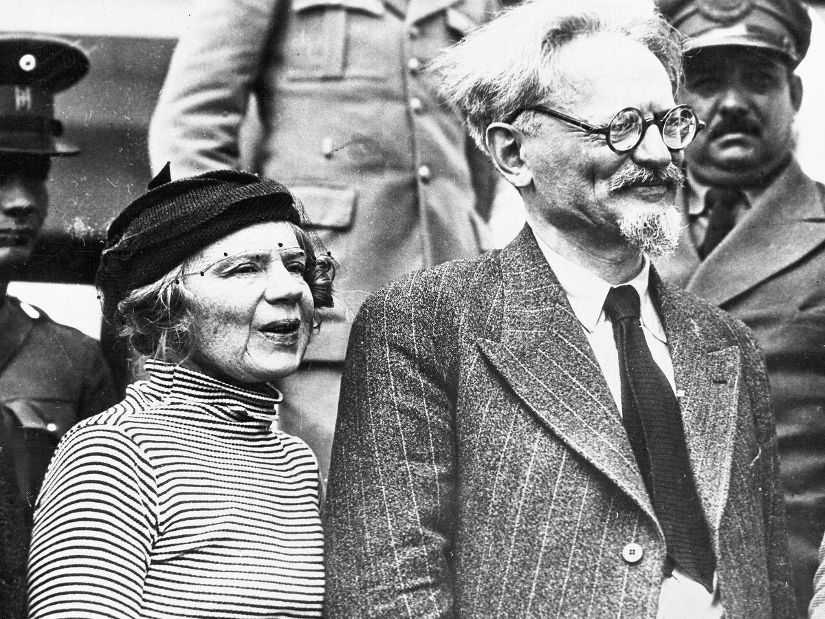 Foto: Leon Trotsky en compañía de Natalie Sedov en 1937. (Gtres)