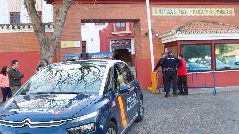 Operación de la Policía Nacional en Extremadura contra los amaños en Segunda B y Tercera División. (EFE)